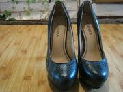 Продам туфли кожаные,  зеленого цвета
