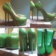 Шикарные зеленые туфли YSL РАЗМЕР 40( маломерят,  пойдут на 39)